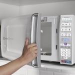 Micro ondas de bancada Electrolux com Função Tira Odor e Manter Aquecido 34L Branco MEO44 127V