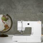 Máquina de Costura Portátil Pfaff Passport 3.0 100 Pontos Bivolt Branca para Uso Doméstico