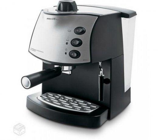 Cafeteira Expresso / BRCE2 / Duas Xícaras Britânia / Preta / 220V