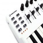 Controlador Waldman Carbon Mini Branco Com 25 Teclas 8 Pads e 2 Interfaces de Pedal